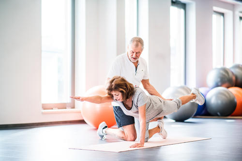 How to find a personal trainer for seniors image