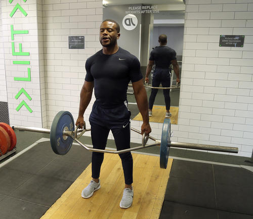 Trap bar deadlift holding position image