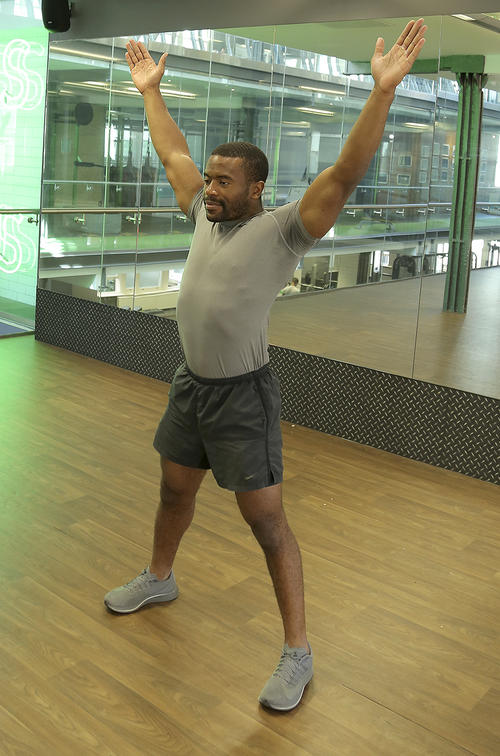 how to do jumping jacks image 2