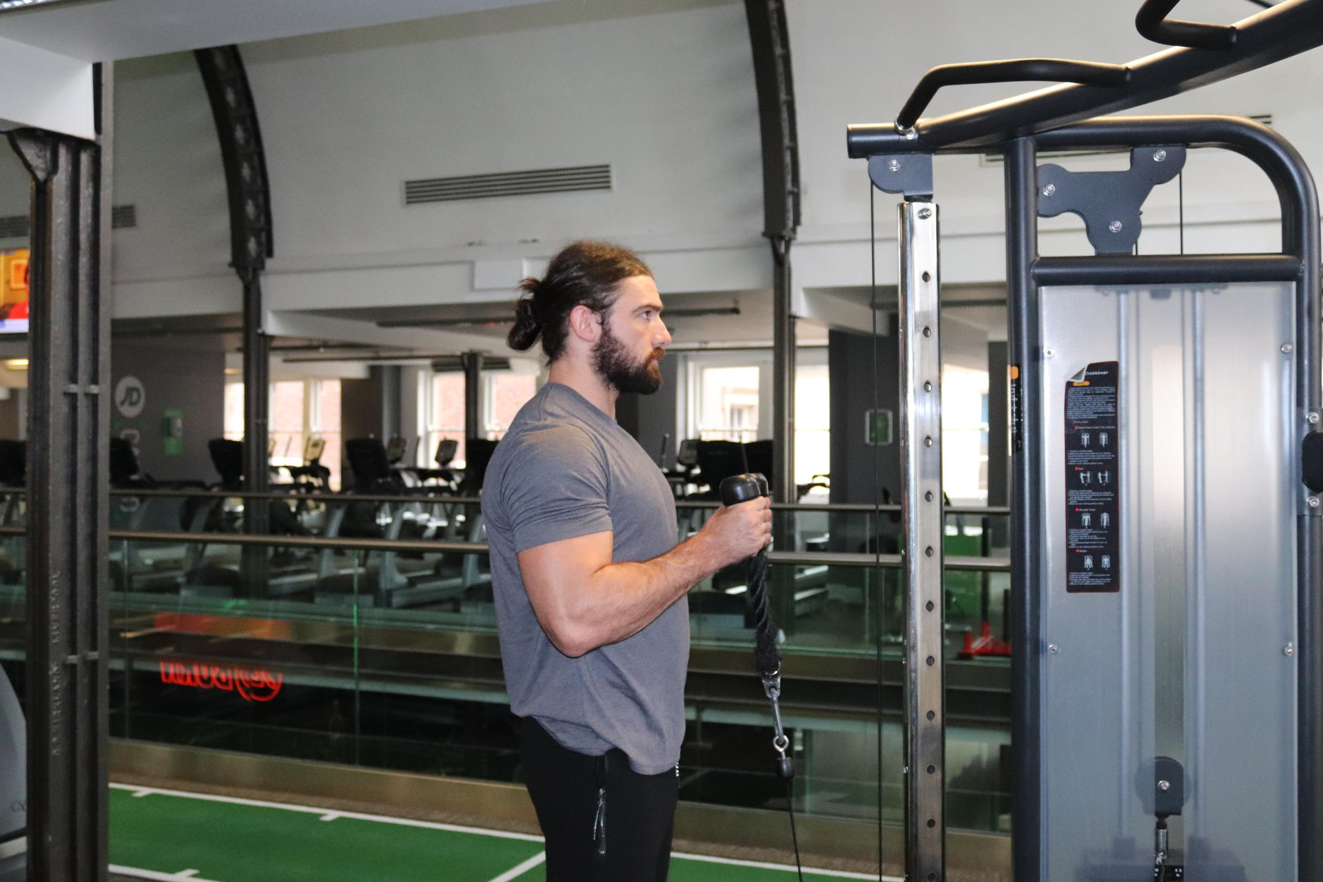 straight bar bicep cable curl